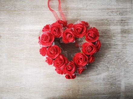 Small Red Rose Heart Wreath smredheart