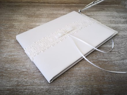 White Guestbook with Pen whiteguestbookpen