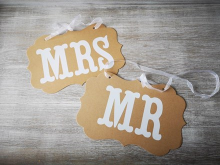 Vintage Mr & Mrs Signs Vintage-Mr-&-Mrs-Signs