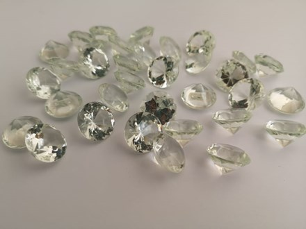 Diamond Scatters Pale Green 20mm DCG20